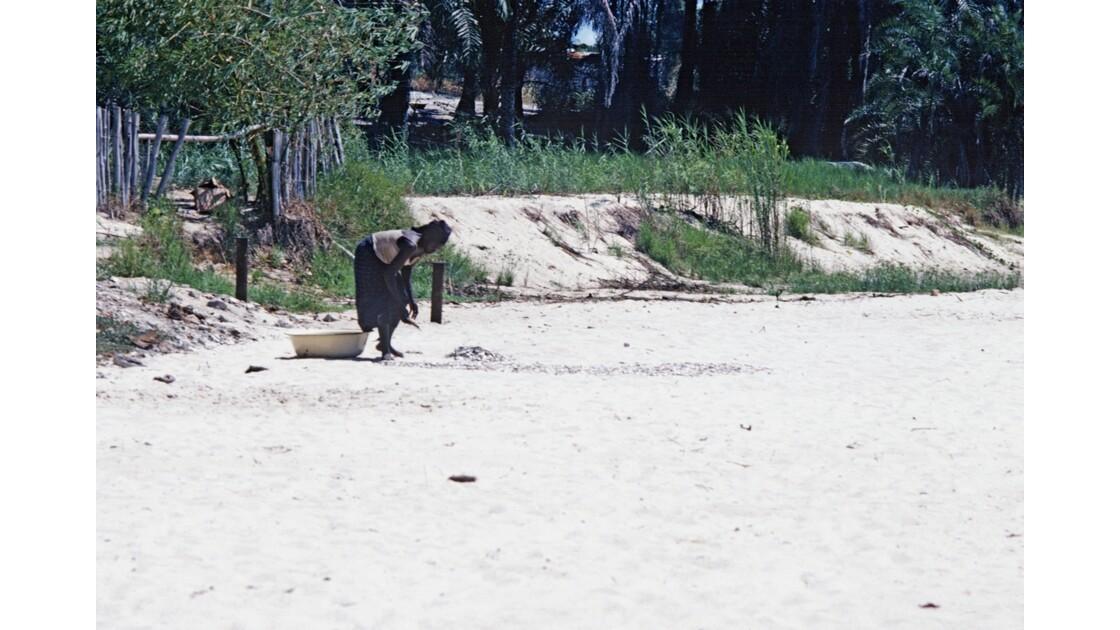 Congo 70 Baie de Loango séchage des sardines 6