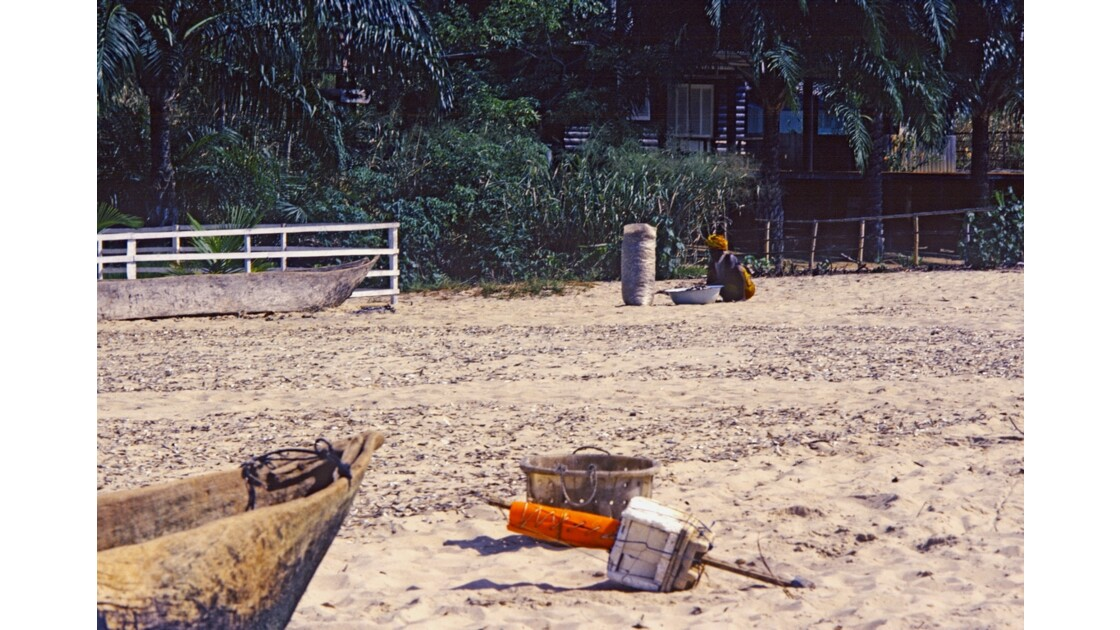 Congo 70 Baie de Loango séchage des sardines  8