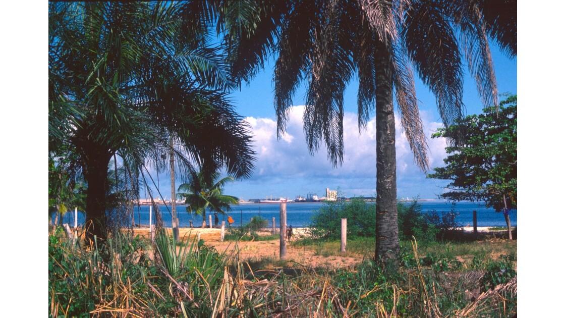 Congo 70 Le port de Pointe-Noire vu de la baie de Loango 1