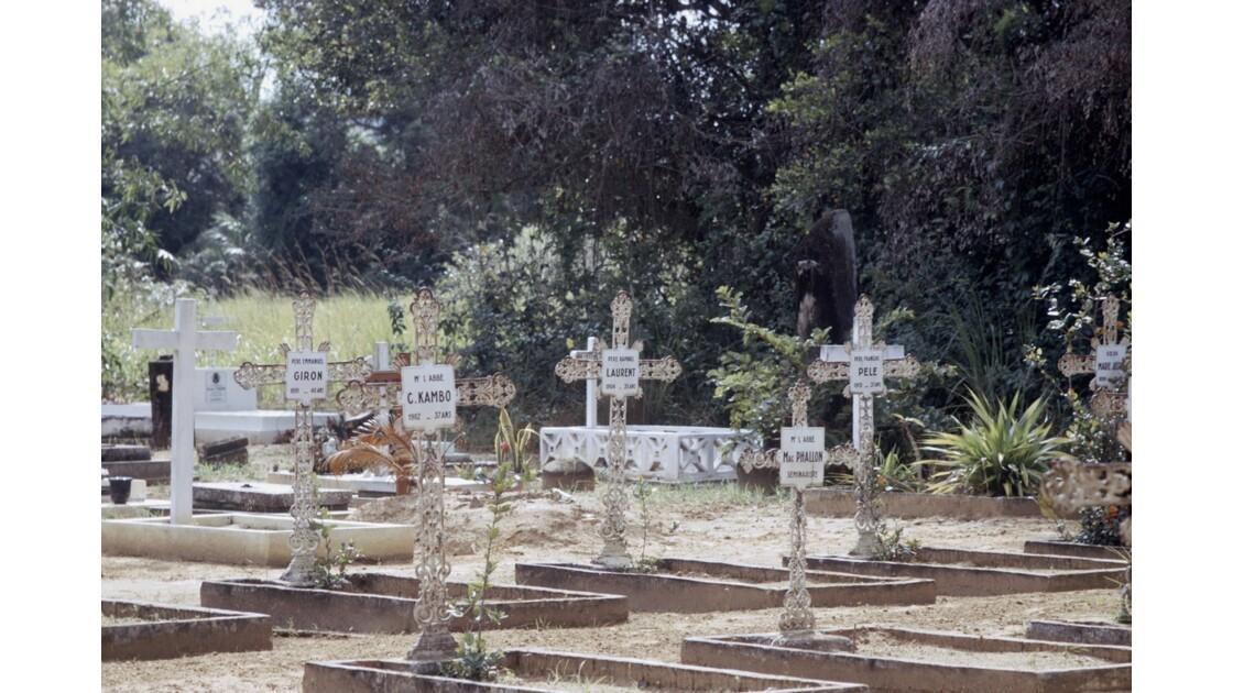 Congo 70 Mission de Loango Cimetière des missionnaires 1