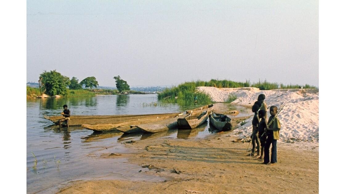 Congo 70 Baignade au confluent du Djoué et  du Congo 2