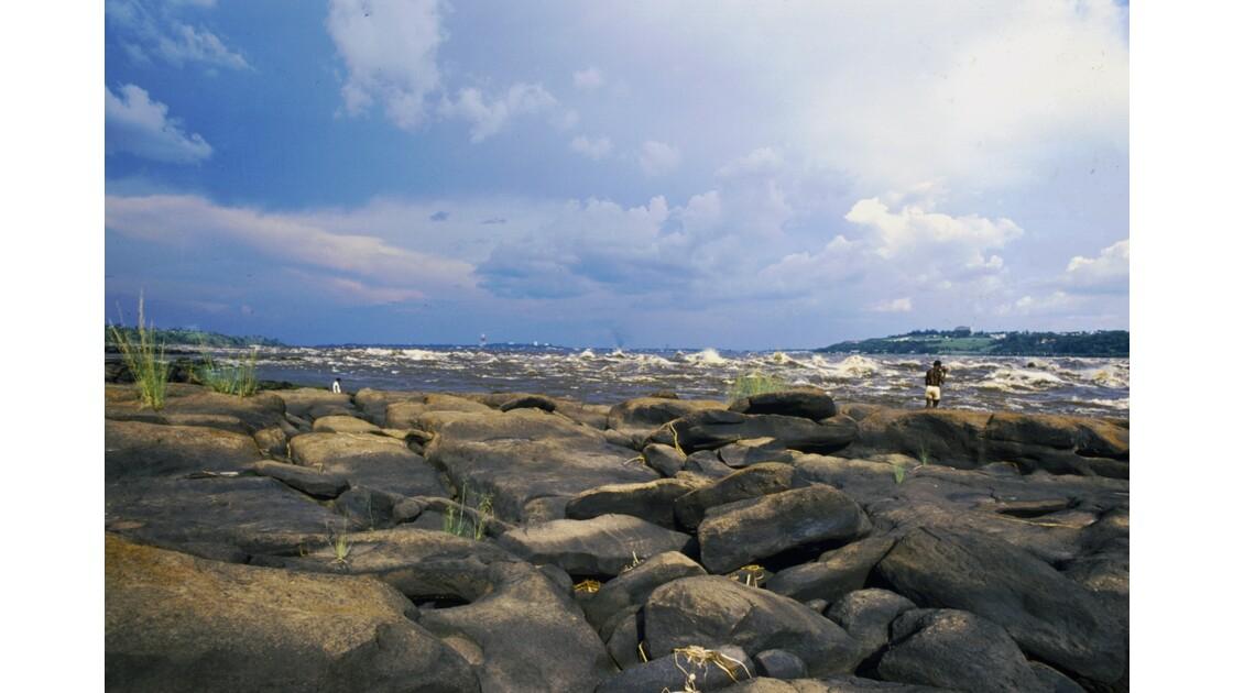 Congo 70 Rapides du Congo les roches de l'Inkisi 6