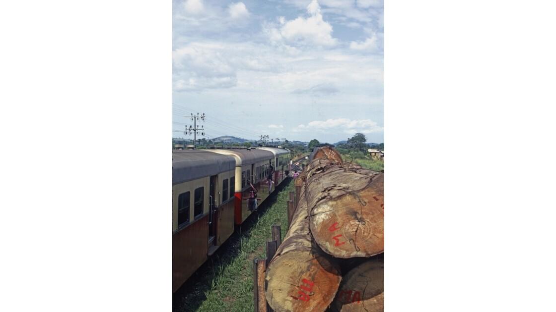 Congo 70 CFCO Croisement entre trains 6