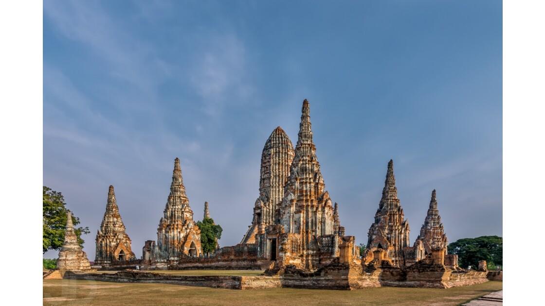Majestueu temple du parc historique d'Ayutthaya