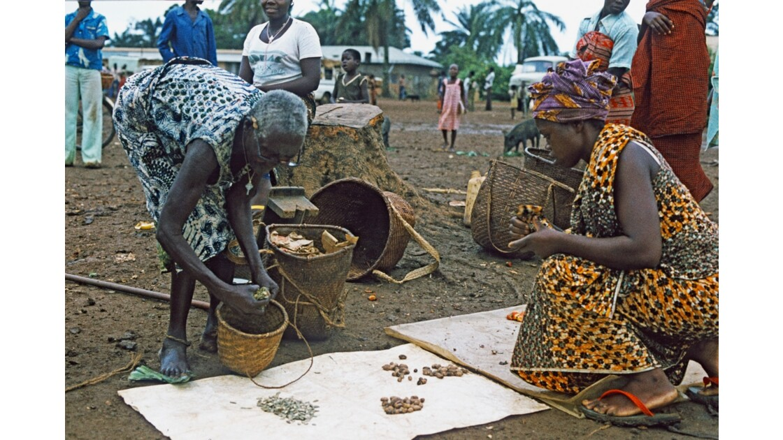 Congo 70 Ouesso Installation au marché 4