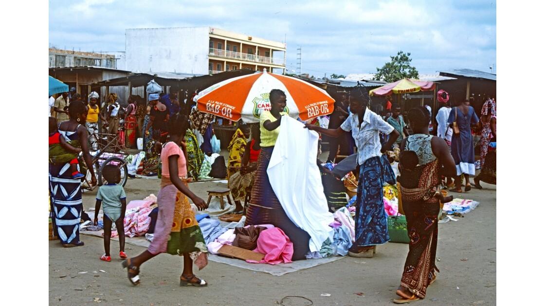 Congo 70 Brazzaville Le marché Total de Bacongo 14