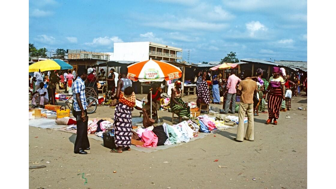 Congo 70 Brazzaville Le marché Total de Bacongo 18