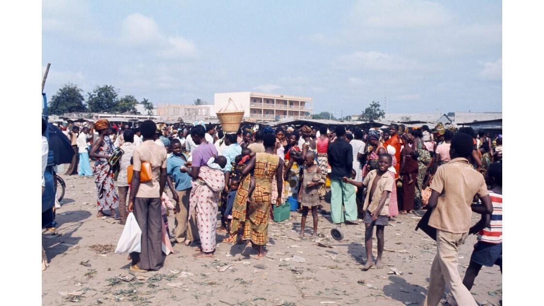 Congo 70 Brazzaville Le marché Total de Bacongo 19