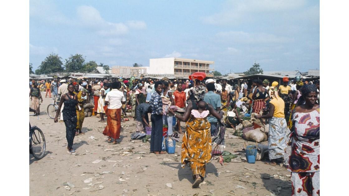 Congo 70 Brazzaville Le marché Total de Bacongo 20