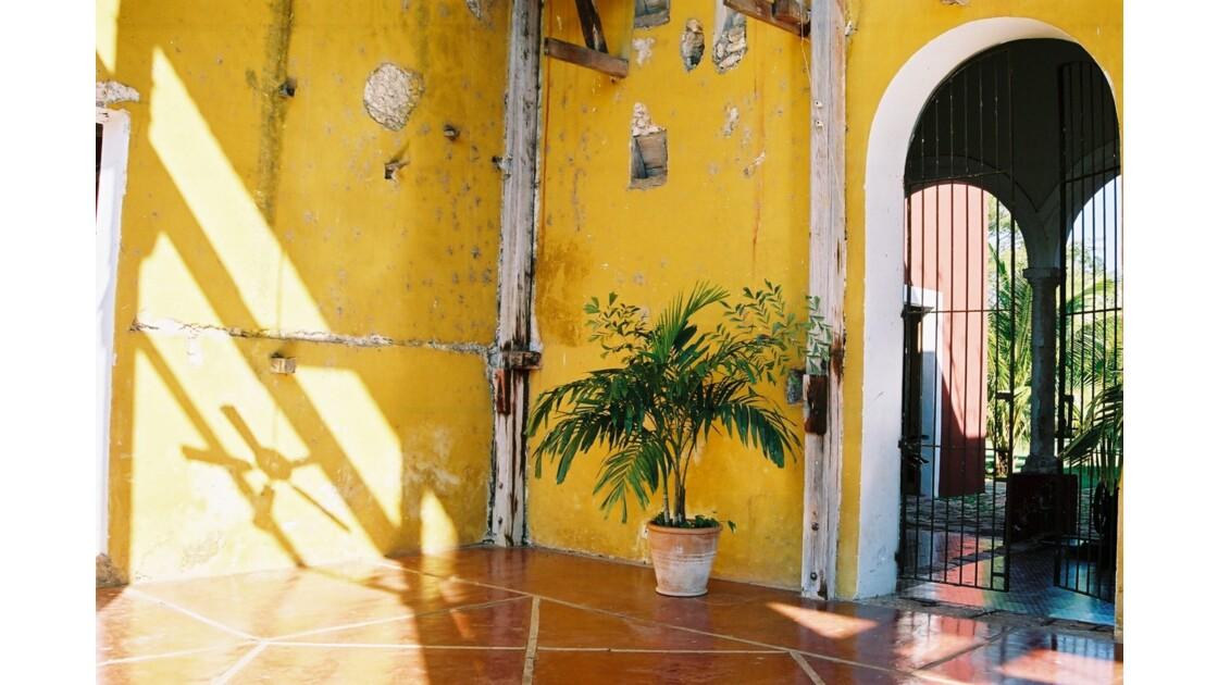 Les murs jaunes