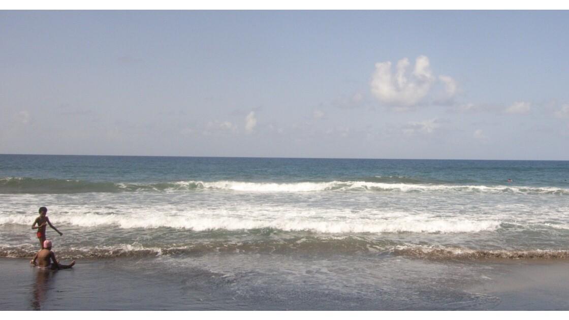 Le Lorain plage de sable noir