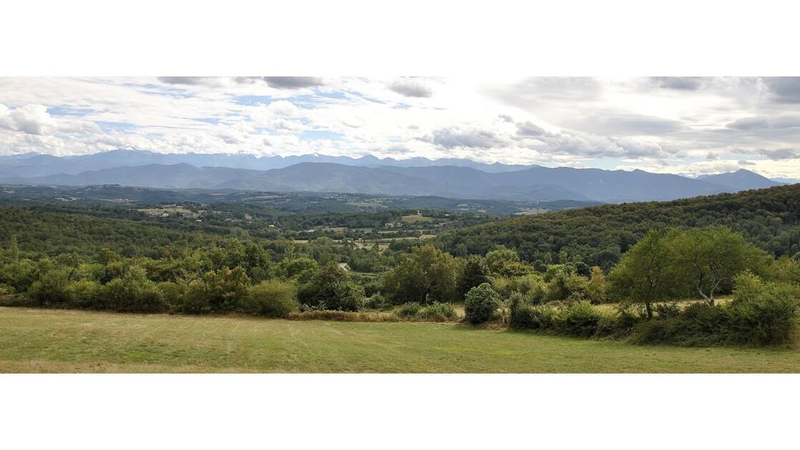 Chaîne des Pyrénées prise d'Ausseing près de Saint Martory/Saint Gaudens du Mont Valier à l'Aneto