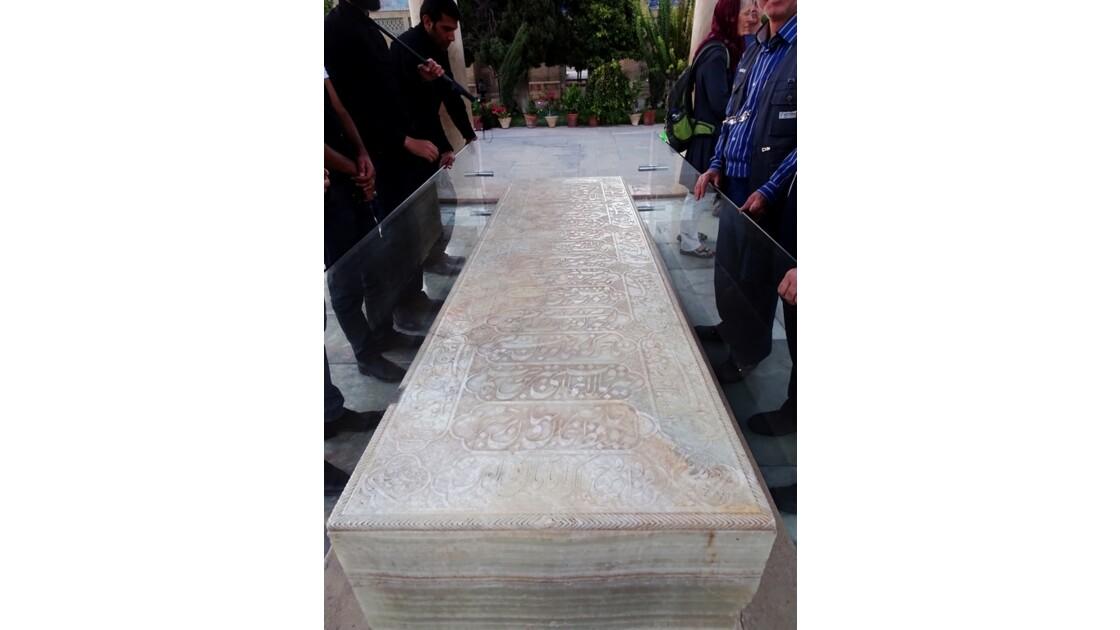 Iran Shiraz la pierre tombale du mausolée de Hâfez 2