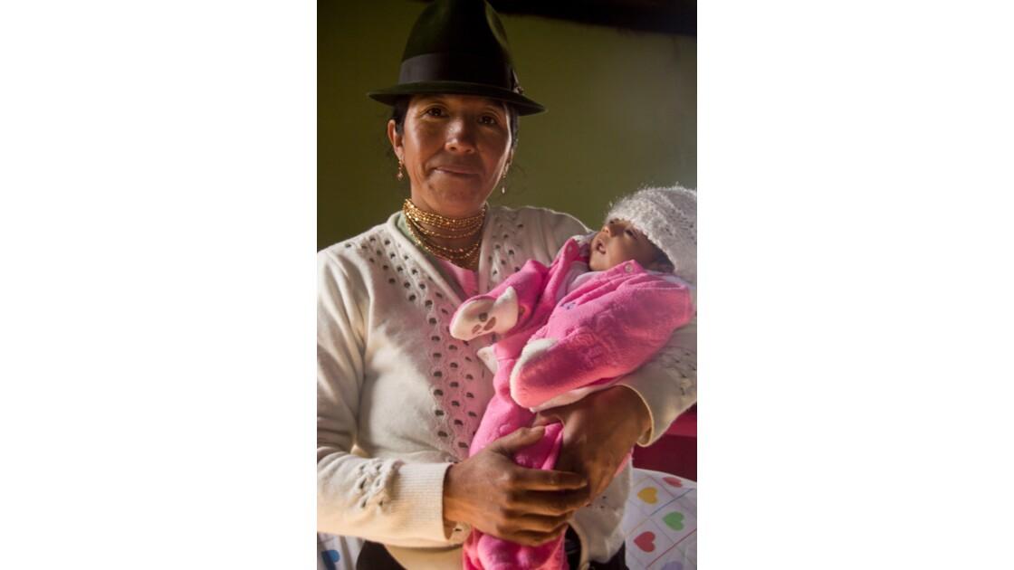 Grand-mère quichua avec sa petite fille
