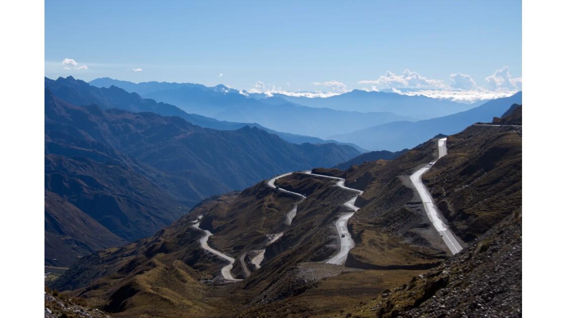 Route à travers les Andes