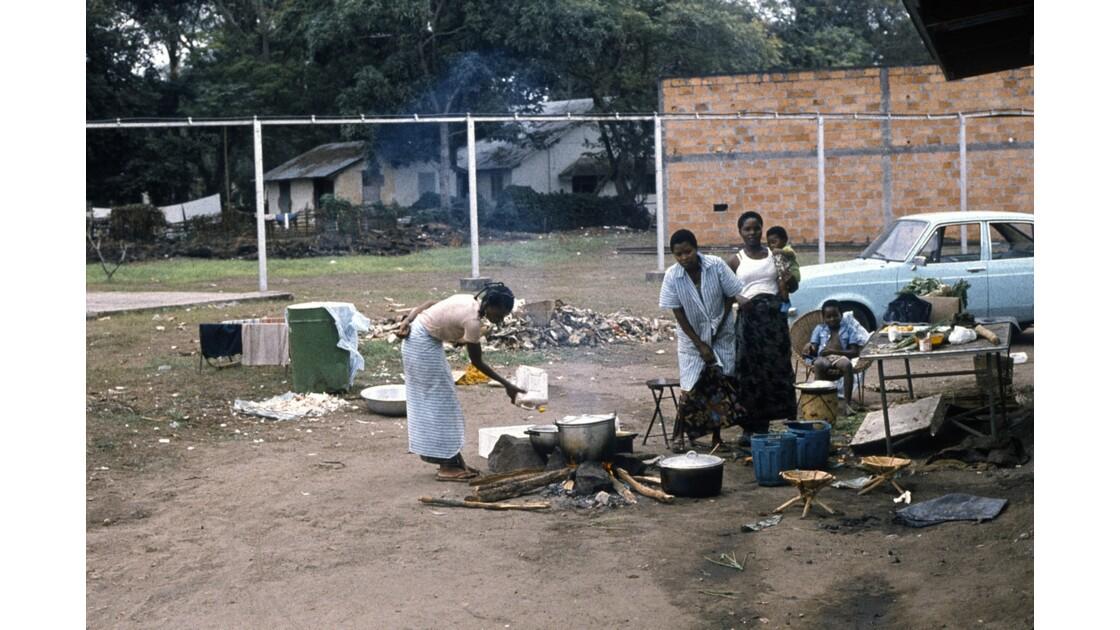 Congo 70 Près de la télévision