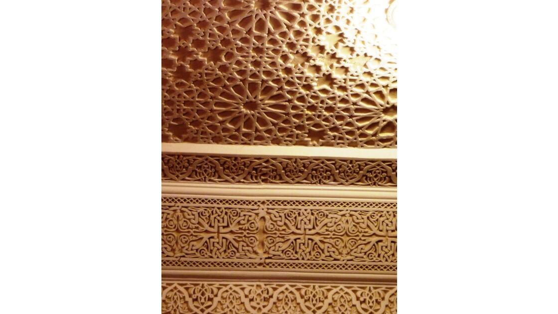 Décor de stuc dans le musée Dar Jamaï à Meknès