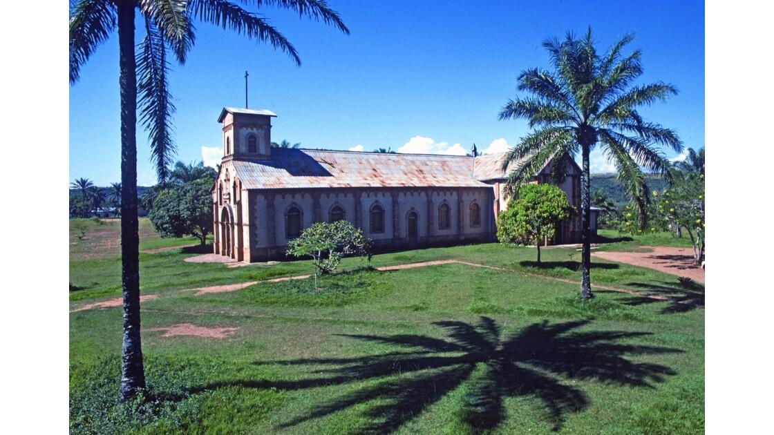 Congo 70 Mission de Kibouendé l'église 2