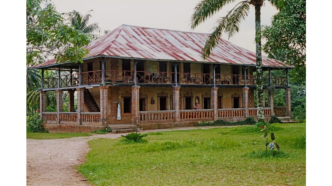 Congo 70 Mission de Kibouendé l'habitation des missionnaires 1