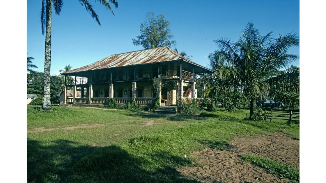 Congo 70 Mission de Kibouendé l'habitation des missionnaires 3
