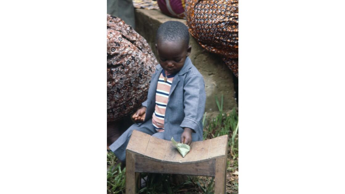 Congo 70 Noël à Kibouendé pendant la messe 1