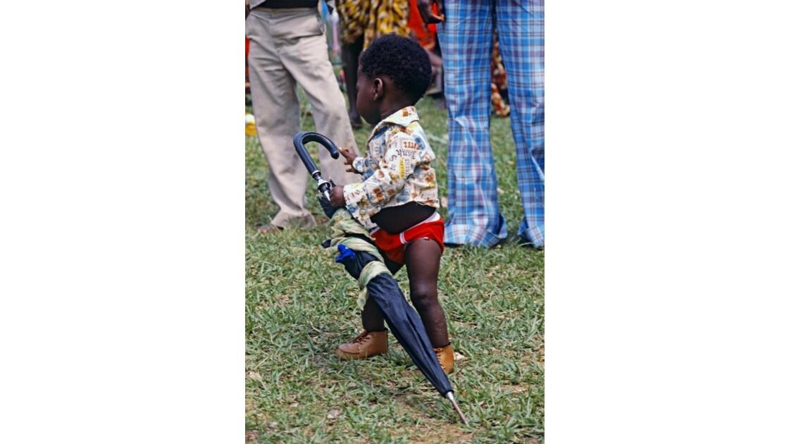 Congo 70 Noël à Kibouendé pendant la messe 3