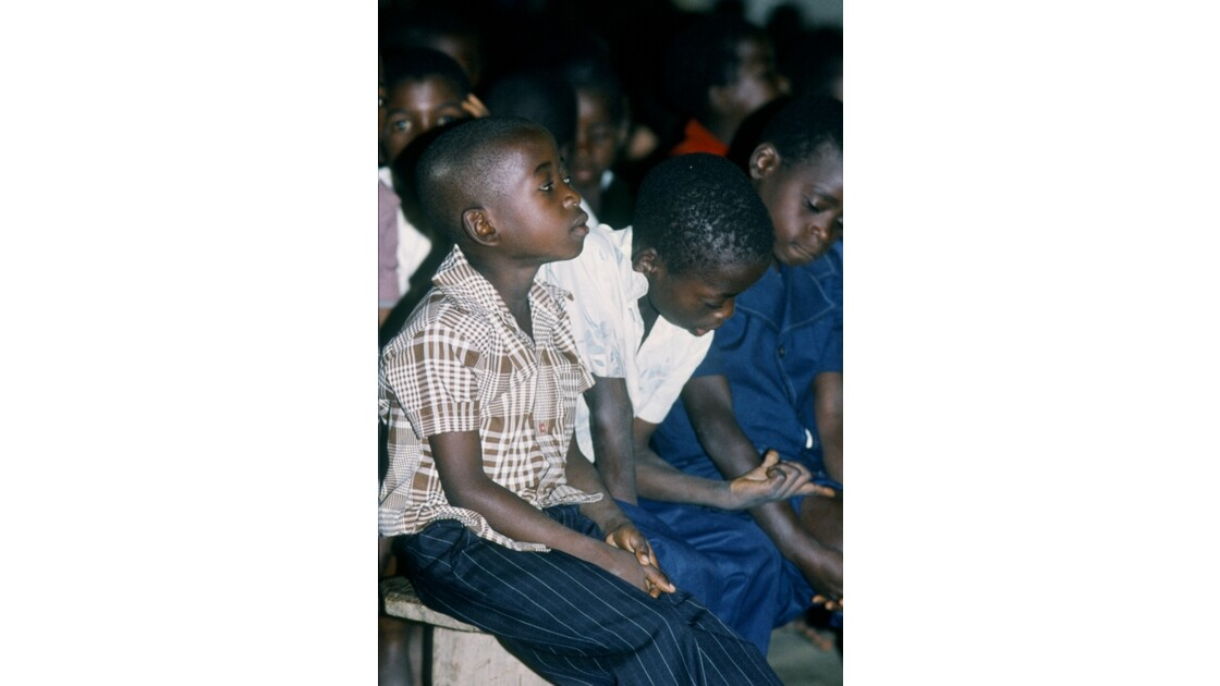 Congo 70 Noël à Kibouendé pendant la messe 5