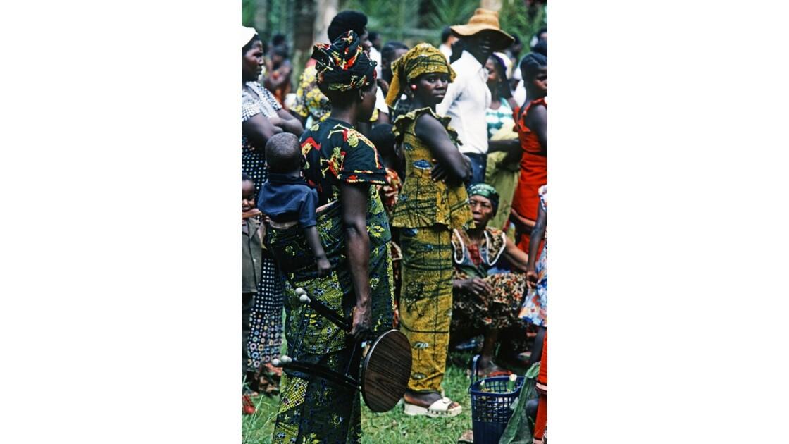 Congo 70 Noël à Kibouendé pendant la messe 2