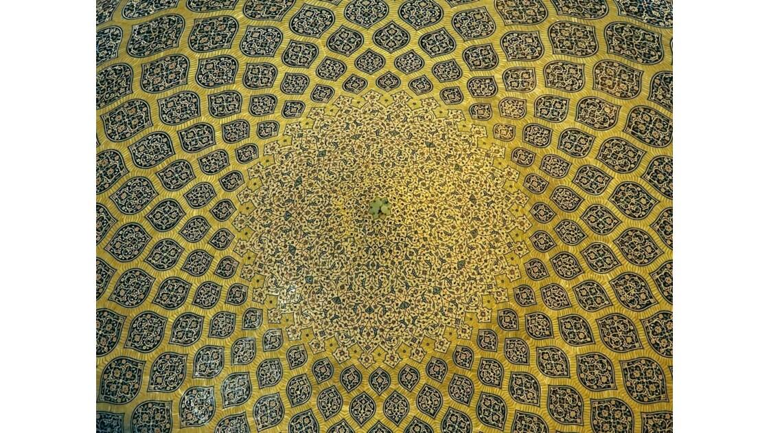 Iran Ispahan mosquée du Sheikh Lotfollah Plafond de la salle de prière 1