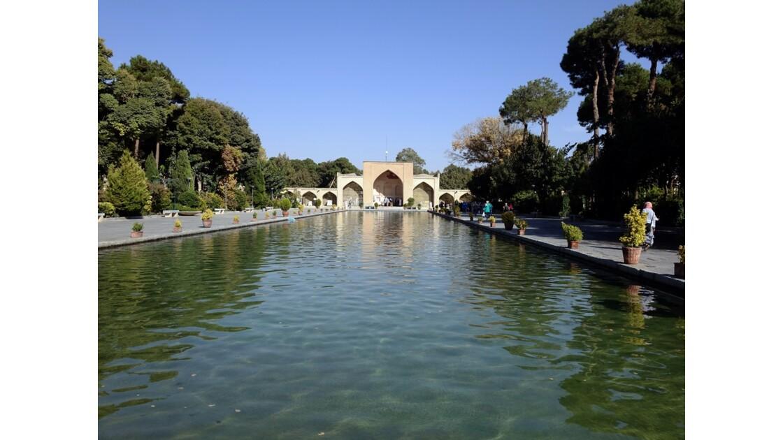 Iran Ispahan Entrée du jardin de Chehel Sotoun 2