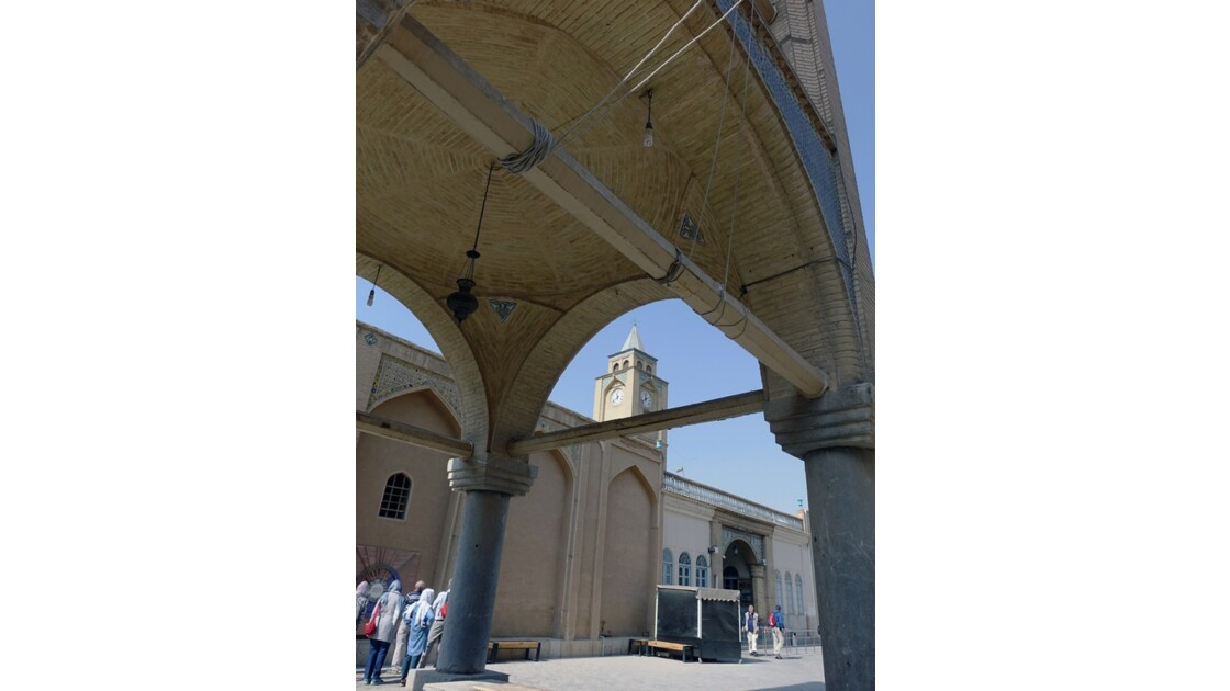 Iran Ispahan Djolfa Sous le clocher de la Cathédrale Saint-Sauveur