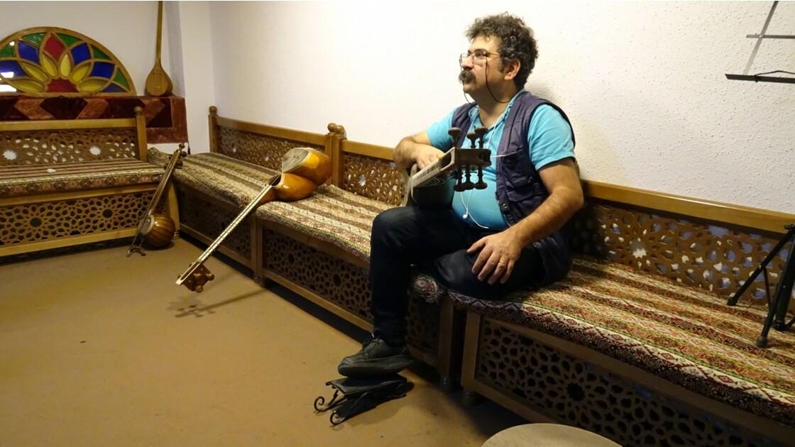 Iran Isfahan Music Museum le Kamancheh et le Tar
