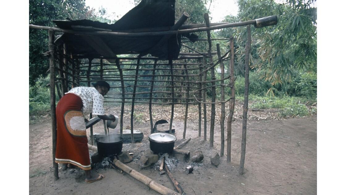 Congo 70 Région du Pool La cuisine 2