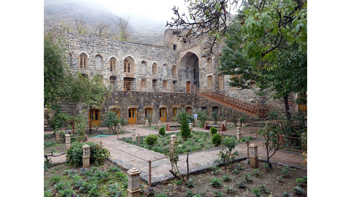 Iran Monastère de Saint Stéphane Le jardin 2
