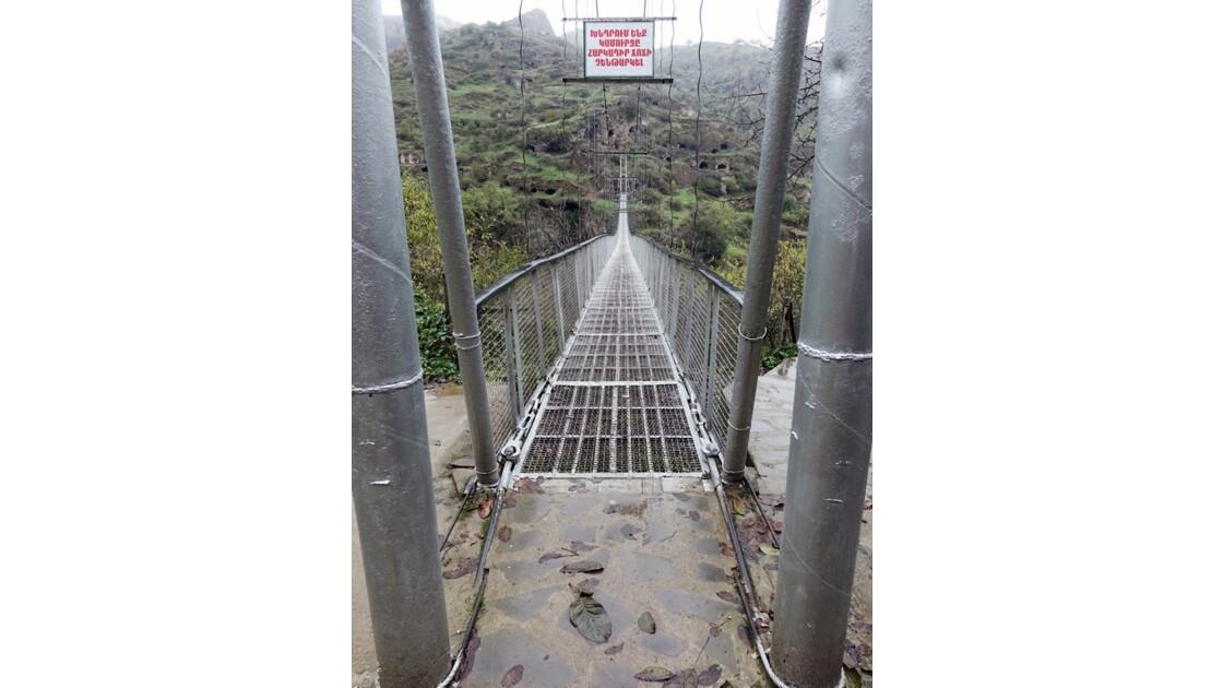 Arménie Old Khndzoresk le pont suspendu 1