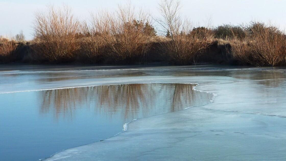 Mare glacée sur le plateau de Murène un après-midi d'hiver - Lauroux - Hérault