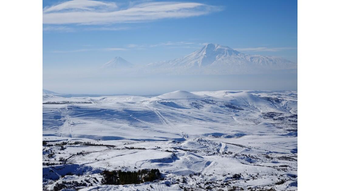 Arménie Mont Ararat vu de l'Arc de Tcharents 1