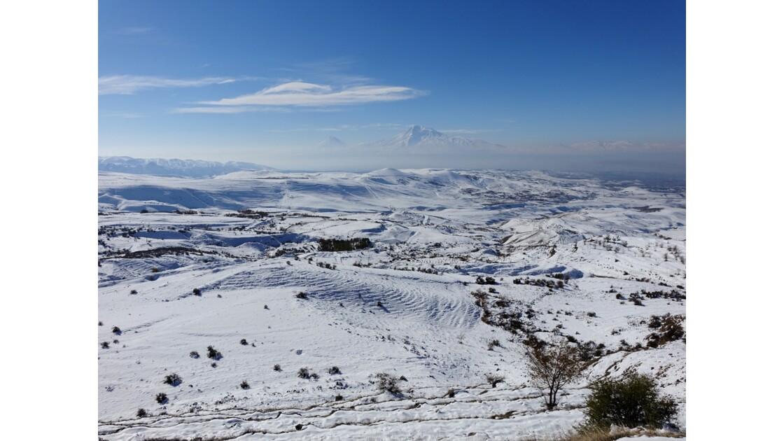 Arménie Mont Ararat vu de l'Arc de Tcharents 2