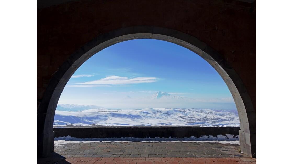 Arménie Mont Ararat vu de l'Arc de Tcharents 4