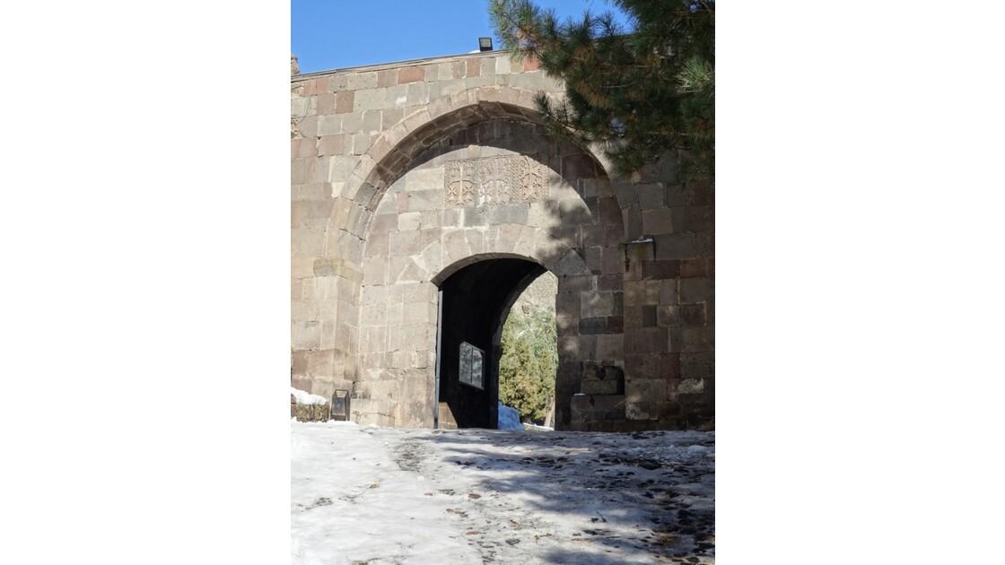 Arménie Guéghard Entrée du monastère 3