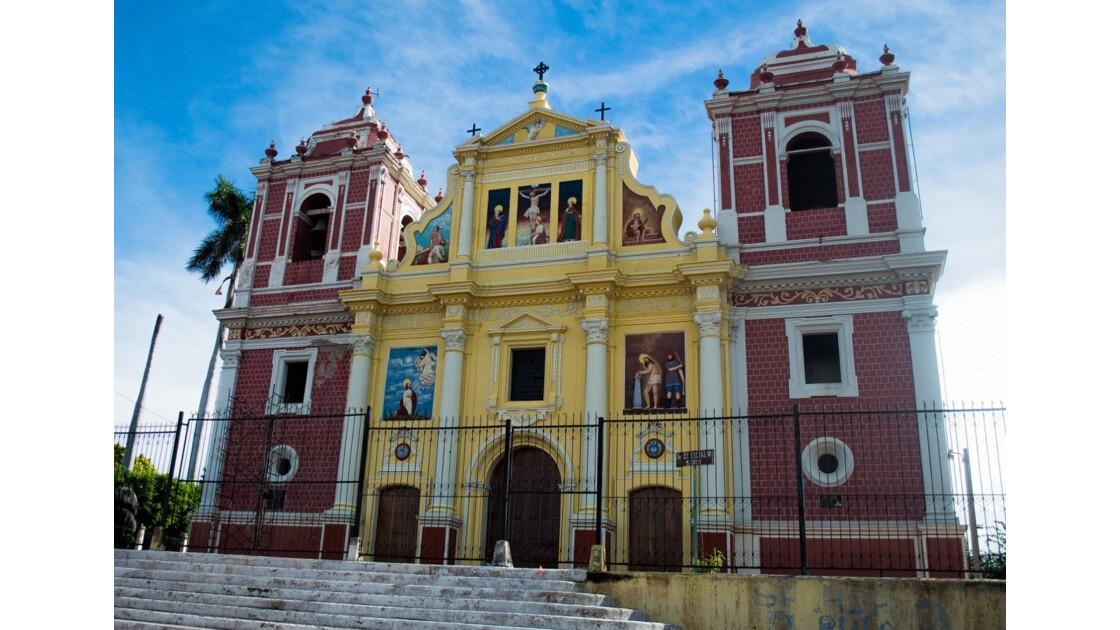 Les principales villes coloniales : Grenade et Léon