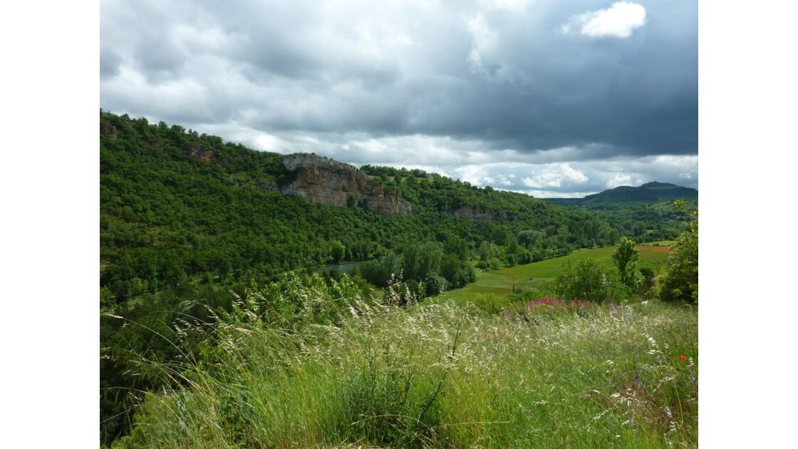 Vallée du Tarn - Ecrin de verdure pour Peyre, un des plus beaux villages de France