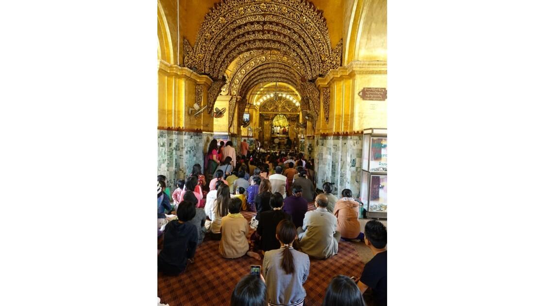 Myanmar Mandalay pagode Mahamuni Autour  du Bouddha 2