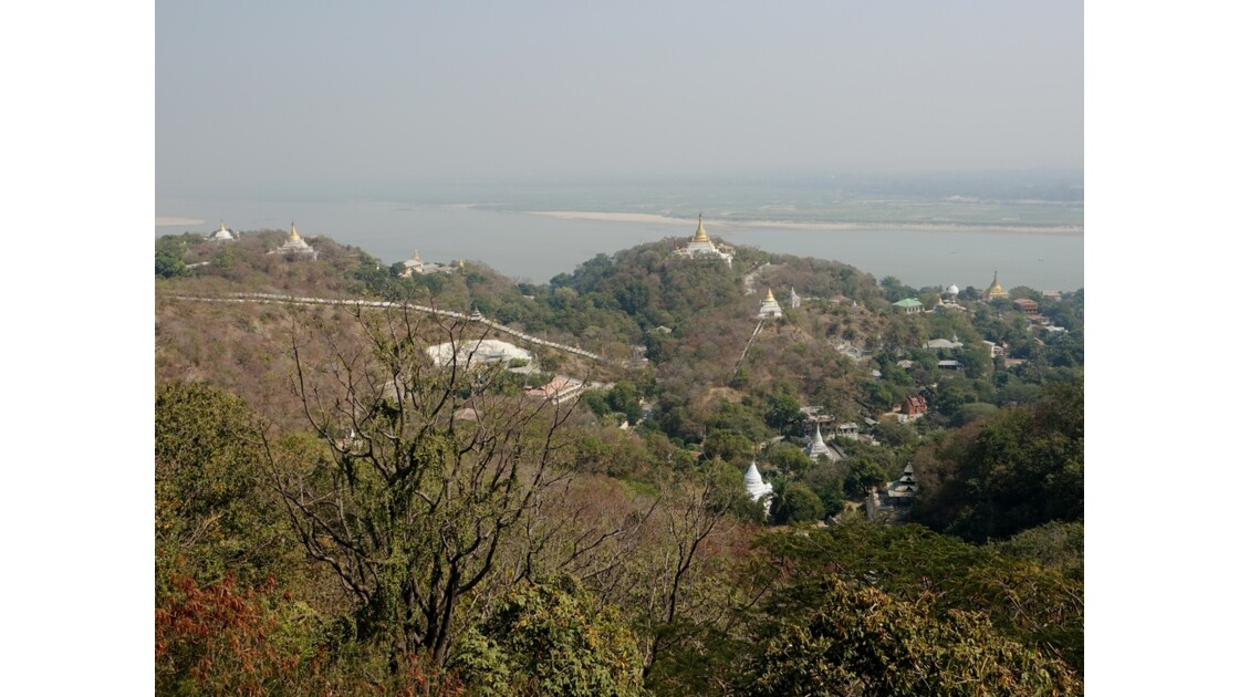 Myanmar Sagaing  Vue de la terrasse de Hsun U Ponnya Shin 3