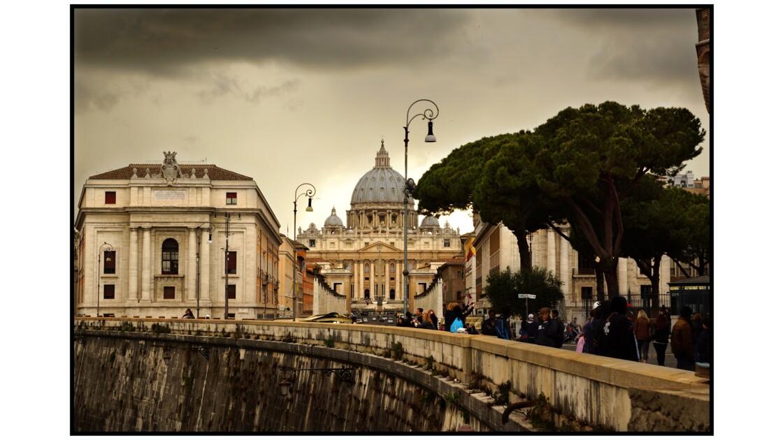 Rome - Basilique di San Pietro depuis le pont Sant'Angelo