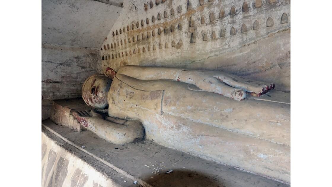 Myanmar Les bouddhas couchés de Po Win Taung 7