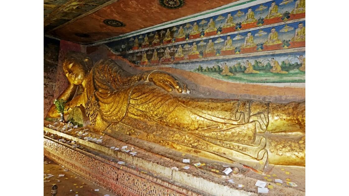 Myanmar Les bouddhas couchés de Po Win Taung 2