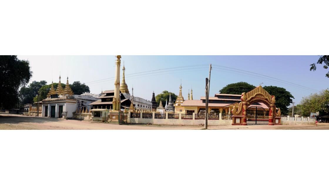Myanmar Village de Ma U Ensemble de pagodes et de Stupa 1