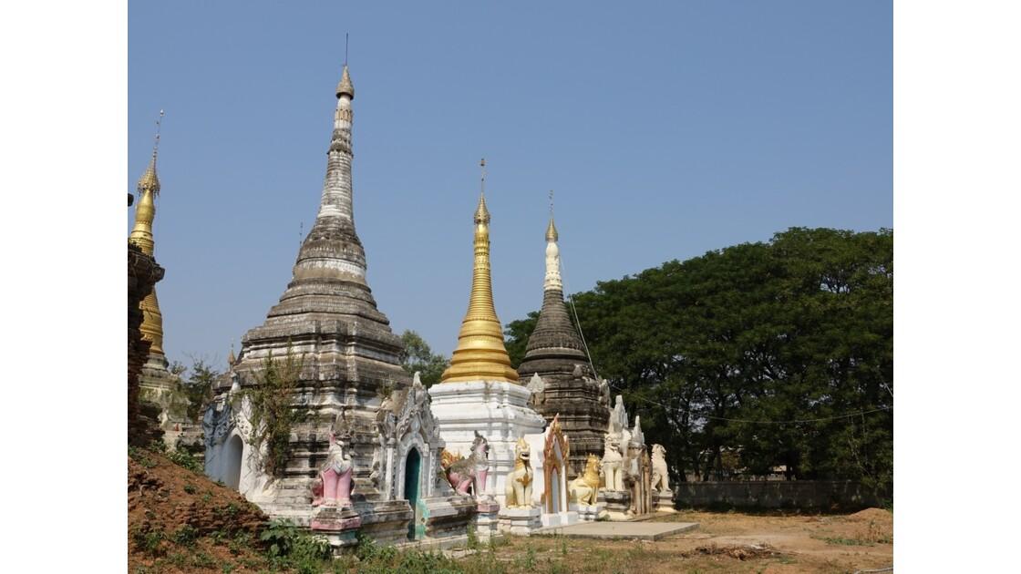Myanmar Village de Ma U Ensemble de pagodes et de Stupa 2