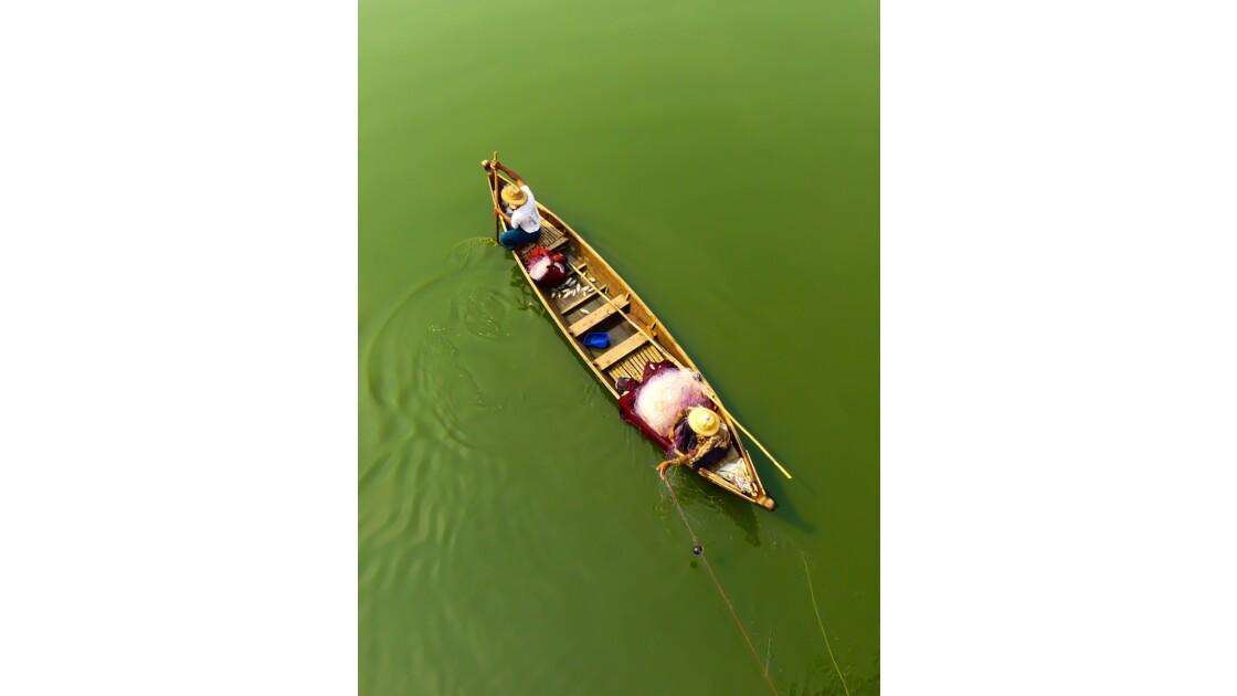 Scène de pêche sur le lac Taungthaman (pont U'Bein)